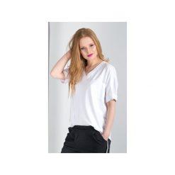T-SHIRT z kieszonką EVELINE. Białe t-shirty damskie MeMola, m, z bawełny, z dekoltem w serek. Za 149,00 zł.