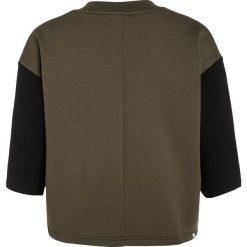 Puma EVO CREW Bluza olive night. Brązowe bluzy dziewczęce Puma, z bawełny. W wyprzedaży za 126,75 zł.