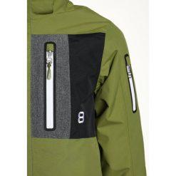 8848 Altitude NEW LAND Kurtka przeciwdeszczowa guacamole. Zielone kurtki chłopięce 8848 Altitude, z materiału, sportowe. W wyprzedaży za 382,85 zł.