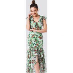 Trendyol Sukienka z falbaną i wiązaniem - Green. Szare sukienki mini marki Trendyol, na co dzień, z elastanu, casualowe, dopasowane. Za 161,95 zł.