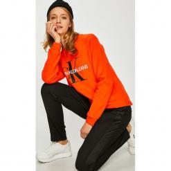 Calvin Klein Jeans - Bluza. Brązowe bluzy z nadrukiem damskie marki Calvin Klein Jeans, l, z bawełny, bez kaptura. Za 399,90 zł.