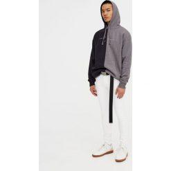 Białe jeansy superskinny. Białe jeansy męskie regular Pull&Bear. Za 89,90 zł.
