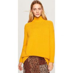 Długi sweter - Żółty. Żółte swetry klasyczne damskie marki Mohito, l, z dzianiny. Za 139,99 zł.