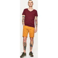 Szorty z podwiniętą nogawką - Pomarańczowy. Brązowe szorty męskie Cropp. W wyprzedaży za 39,99 zł.
