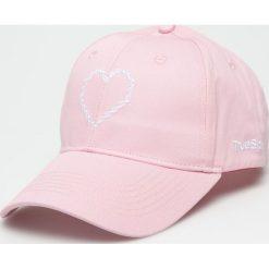True Spin - Czapka True Love. Szare czapki z daszkiem damskie True Spin, z bawełny. W wyprzedaży za 49,90 zł.