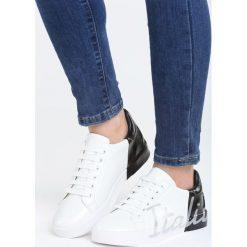 Biało-Czarne Buty Sportowe Girls Go Bad. Czarne buty sportowe damskie marki DOMYOS, z bawełny. Za 79,99 zł.