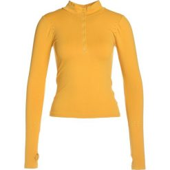 Free People DALES LAYERING  Bluzka z długim rękawem sun yellow. Żółte bluzki longsleeves Free People, z elastanu, sportowe. W wyprzedaży za 134,50 zł.
