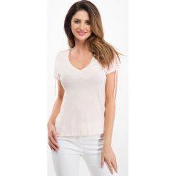 Bladoróżowy t-shirt z wiązaniem na rękawach 21613. Szare t-shirty damskie Fasardi, m. Za 34,00 zł.