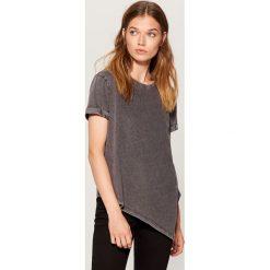 Bawełniana koszulka z asymetrycznym dołem - Jasny szar. Szare t-shirty damskie marki Mohito, l, z bawełny, z asymetrycznym kołnierzem. Za 49,99 zł.
