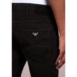 Emporio Armani POCKETS PANT Jeansy Slim Fit nero. Czarne jeansy męskie relaxed fit Emporio Armani. W wyprzedaży za 389,40 zł.