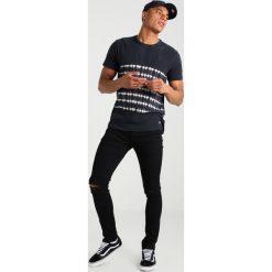 New Look BUDAPEST Jeans Skinny Fit black. Czarne jeansy męskie marki New Look, z materiału, na obcasie. Za 129,00 zł.
