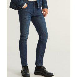 Jeansy slim fit z ociepleniem - Niebieski. Niebieskie jeansy męskie relaxed fit marki bonprix. Za 149,99 zł.