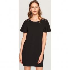 Sukienka z szerokimi rękawami - Czarny. Czarne sukienki z falbanami marki Reserved, m. W wyprzedaży za 39,99 zł.