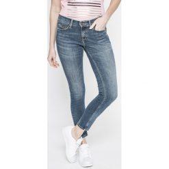 Tommy Jeans - Jeansy Nora. Niebieskie jeansy damskie rurki marki Tommy Jeans, z bawełny. W wyprzedaży za 299,90 zł.