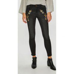 Desigual - Jeansy Lorena. Czarne jeansy damskie marki Desigual, z haftami, z bawełny. W wyprzedaży za 279,90 zł.