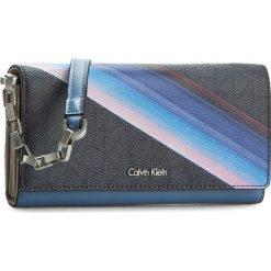 Torebka CALVIN KLEIN - Tin4 Large Trifold On Chan K60K602388  908. Szare listonoszki damskie marki Calvin Klein, ze skóry ekologicznej. W wyprzedaży za 309,00 zł.