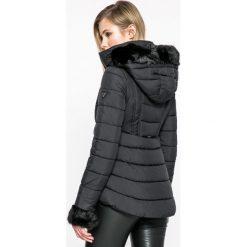 Guess Jeans - Kurtka Doris. Czarne kurtki damskie jeansowe marki Guess Jeans, l, z kapturem. W wyprzedaży za 719,91 zł.