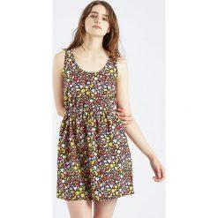 Sukienki hiszpanki: Sukienka Vestido Ecbert w owocowy wzór