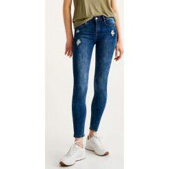 Jeansy rurki push up. Szare jeansy damskie marki Pull & Bear, okrągłe. Za 69,90 zł.