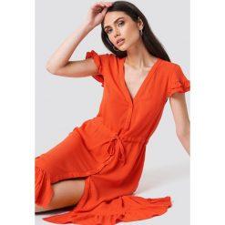 Trendyol Asymetryczna sukienka maxi z guzikami - Red. Szare długie sukienki marki Trendyol, na co dzień, z elastanu, casualowe, dopasowane. Za 121,95 zł.