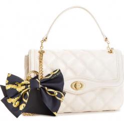 Torebka GUESS - HWSASH L9121 IVO. Białe torebki klasyczne damskie marki Guess, z aplikacjami, ze skóry ekologicznej. Za 839,00 zł.