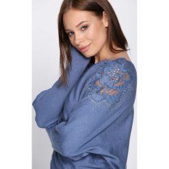 Jasnoniebieski Sweter Sunday Moon. Szare swetry klasyczne damskie Born2be, l, z dekoltem w łódkę. Za 79,99 zł.