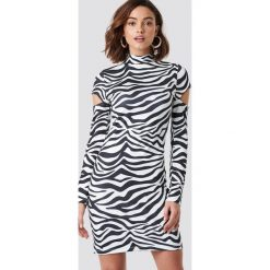 NA-KD Trend Sukienka z wycięciami na ramionach - White,Multicolor. Białe sukienki mini marki NA-KD Trend, w paski, z poliesteru, z klasycznym kołnierzykiem. Za 121,95 zł.