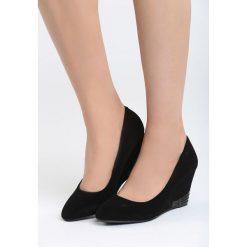 Czarne Koturny Walk With You. Czarne buty ślubne damskie Born2be, z materiału, z okrągłym noskiem, na koturnie. Za 69,99 zł.