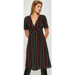 Answear - Sukienka. Brązowe sukienki mini ANSWEAR, na co dzień, l, z elastanu, casualowe, z krótkim rękawem, proste. Za 149,90 zł.