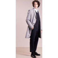 Drumohr Sweter antracite. Białe swetry klasyczne męskie marki Bambi, l, z nadrukiem, z okrągłym kołnierzem. W wyprzedaży za 454,50 zł.