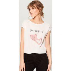 Koszulka z kwiatową aplikacją - Biały. Brązowe t-shirty damskie marki Mohito, m. Za 59,99 zł.