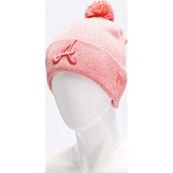 New Era - Czapka. Różowe czapki zimowe męskie New Era, z bawełny. W wyprzedaży za 99,90 zł.