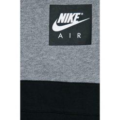 Nike Kids - T-shirt dziecięcy 122-170 cm. Szare t-shirty chłopięce z nadrukiem Nike Kids, z bawełny, z okrągłym kołnierzem. W wyprzedaży za 79,90 zł.