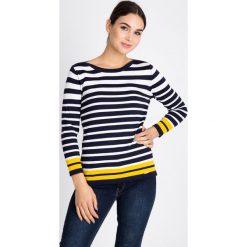 Lekki sweter w paski QUIOSQUE. Szare paski damskie marki QUIOSQUE, z dzianiny, z okrągłym kołnierzem. W wyprzedaży za 69,99 zł.