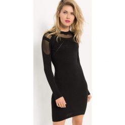 Sukienka z metaliczną nitką. Czarne sukienki dzianinowe Orsay, xs, w ażurowe wzory, z okrągłym kołnierzem, mini, dopasowane. Za 119,99 zł.