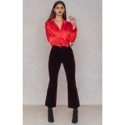 Rut&Circle Plisowana koszula Maci - Red. Czerwone koszule wiązane damskie Rut&Circle, z poliesteru, z długim rękawem. W wyprzedaży za 60,98 zł.