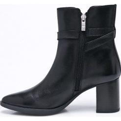 Caprice - Botki. Czarne buty zimowe damskie Caprice, z materiału, na obcasie. W wyprzedaży za 299,90 zł.