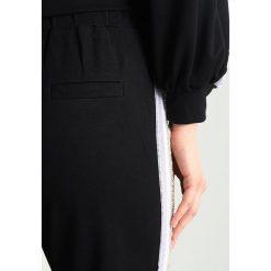 Navy London JLO Spodnie treningowe black. Czarne spodnie sportowe damskie marki Navy London, z bawełny. Za 369,00 zł.