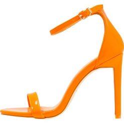 Rzymianki damskie: BEBO Sandały na obcasie orange