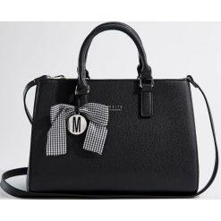 Torba z kokardą Little Princess - Czarny. Czarne torebki klasyczne damskie marki Kazar, w paski, ze skóry, zdobione. Za 129,99 zł.