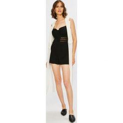 Guess Jeans - Kombinezon X Jennifer Lopez. Szare kombinezony damskie Guess Jeans, l, z dzianiny, na ramiączkach. W wyprzedaży za 299,90 zł.