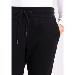 GStar RACKAM SLIM SW PANT  Spodnie treningowe black. Czarne spodnie sportowe damskie marki G-Star, z bawełny. W wyprzedaży za 351,75 zł.