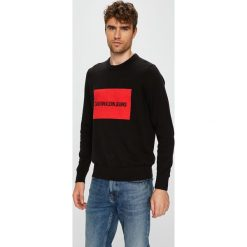 Calvin Klein Jeans - Sweter. Czarne swetry klasyczne męskie Calvin Klein Jeans, l, z bawełny, z okrągłym kołnierzem. Za 399,90 zł.