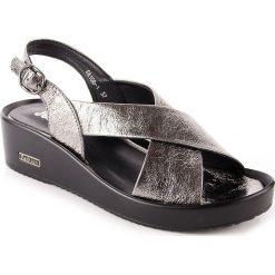 Rzymianki damskie: Sandały damskie na koturnie srebrne Jezzi