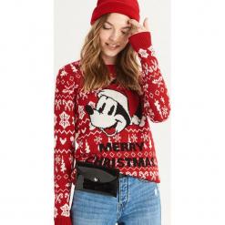 Świąteczny sweter Mickey Mouse - Czerwony. Czerwone swetry klasyczne damskie Sinsay, l. Za 69,99 zł.