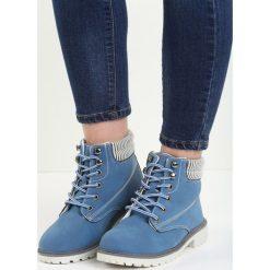 Granatowe Traperki Riverdale. Czerwone buty zimowe damskie marki Reserved, na niskim obcasie. Za 99,99 zł.