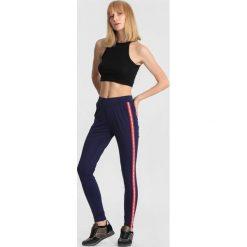 Granatowe Spodnie Instant Warrior. Niebieskie spodnie dresowe damskie marki other, l, z dresówki. Za 49,99 zł.