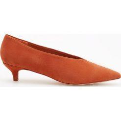 Skórzane czółenka na niskim obcasie - Pomarańczo. Szare buty ślubne damskie marki Reserved, na niskim obcasie. Za 199,99 zł.