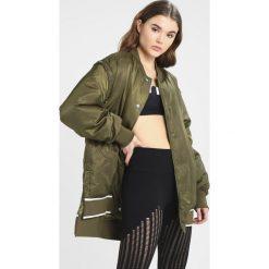 Płaszcze damskie pastelowe: Ivy Park BADGE LOGO PATCH JACKET Krótki płaszcz sage