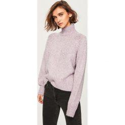 Sweter z perełkami - Fioletowy. Fioletowe swetry klasyczne damskie Reserved, l. Za 139,99 zł.